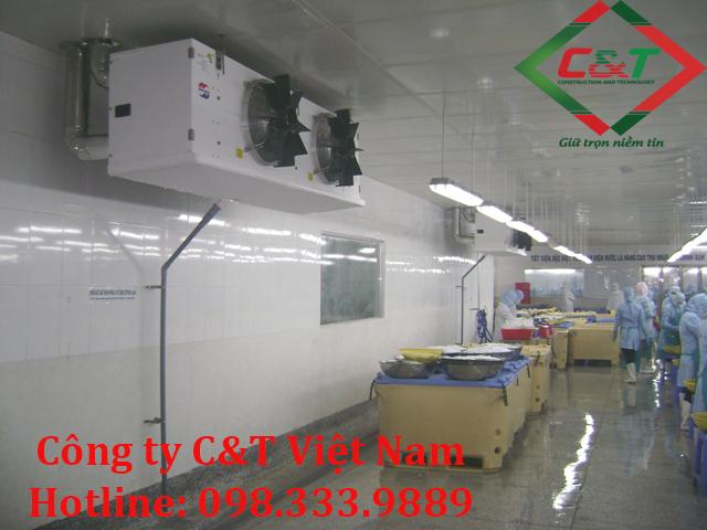 Nhân viên tại C&T lắp đặt kho lạnh tại Ninh Bình